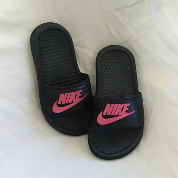 new arrival 62164 df407 Girls Nike Slides. M 5b48e72d819e904dffd2785e